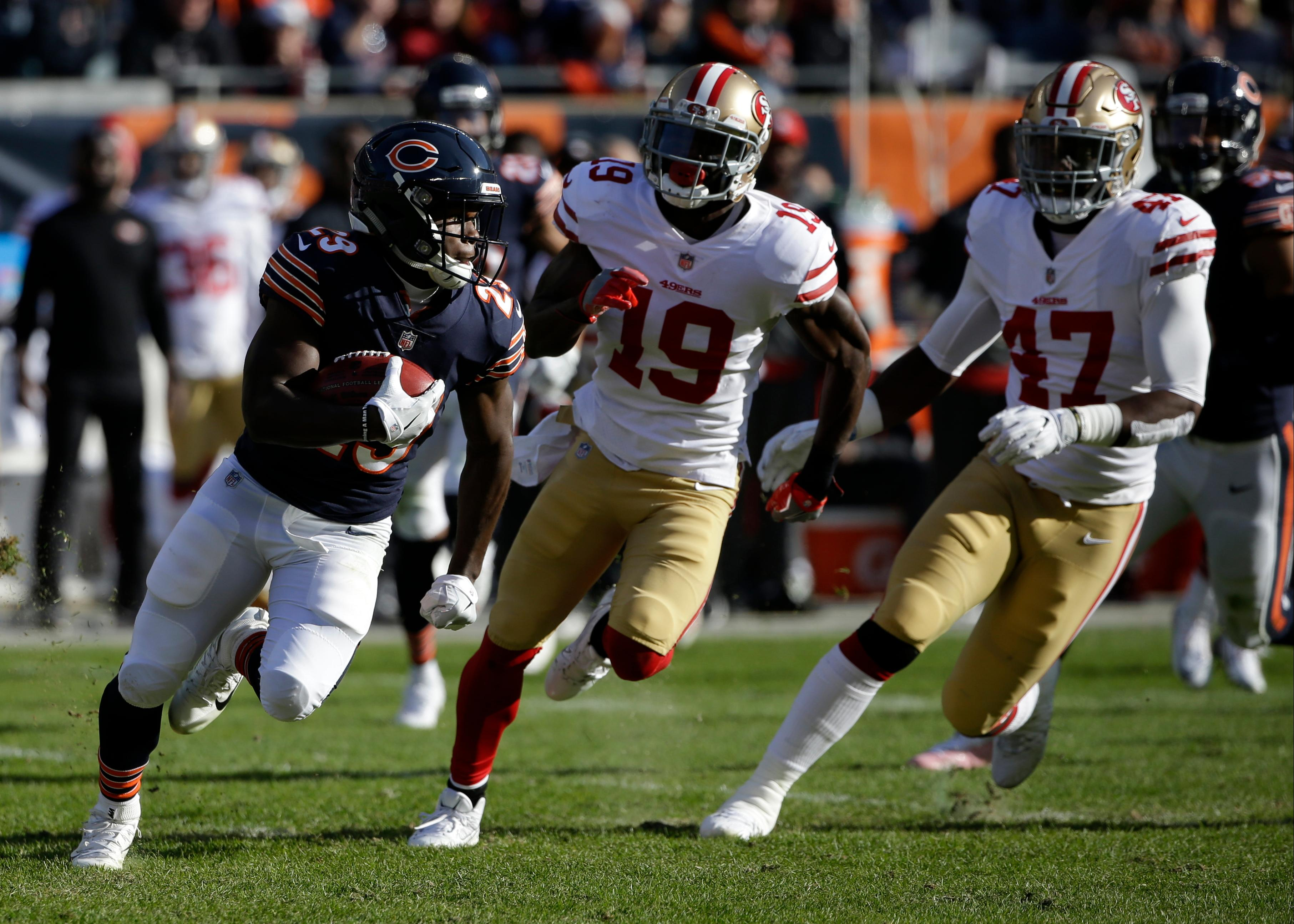 Chicago Bears running back Tarik Cohen (29) makes a 61-years touchdown run on a punt return during the first half of an NFL football game against the San Francisco 49ers, Sunday, Dec. 3, 2017, in Chicago. (AP Photo/Nam Y. Huh)