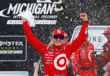 Larson snatches win at Michigan, earns fourth career Cup victory