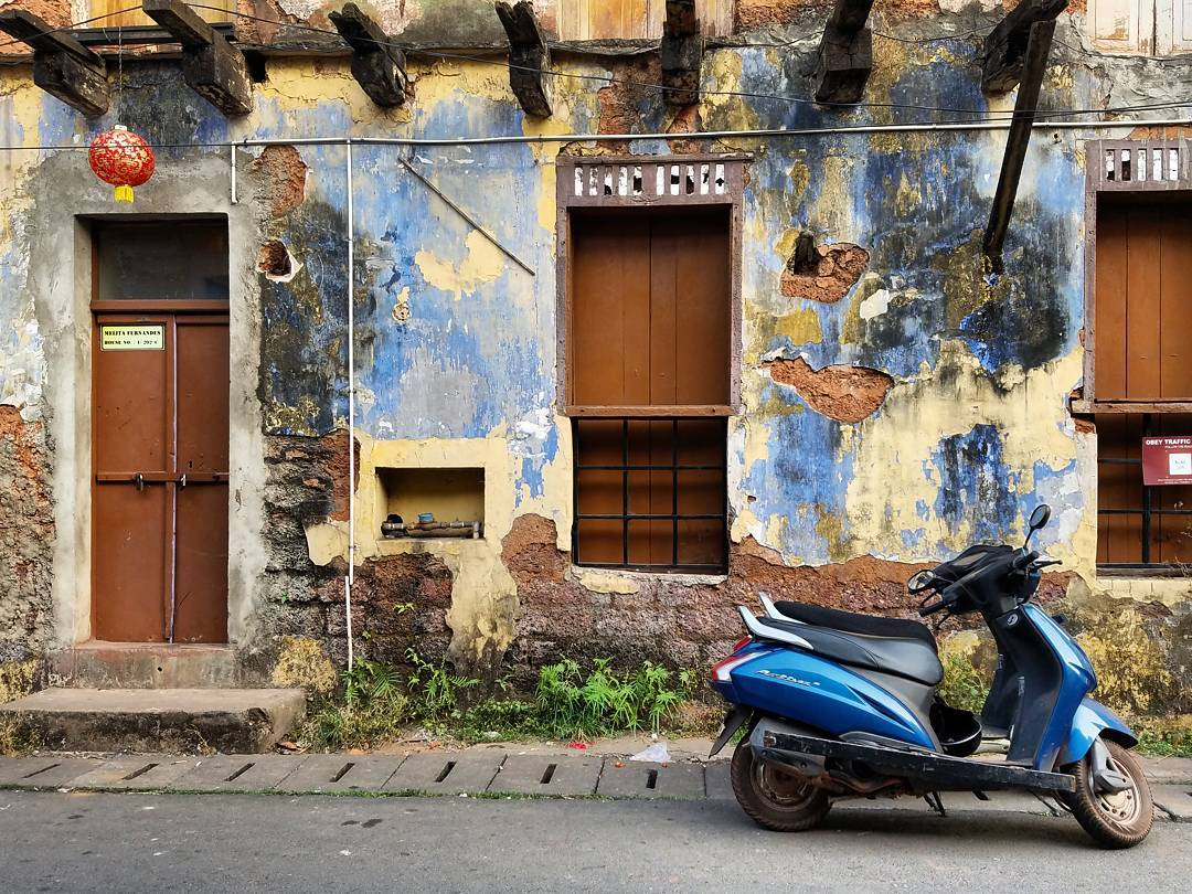 IMAGE: IG user @theworldwanderer / POST: I'm definitely more of a writer than photographer, but walking around Panjim made me want to work on my photography. So many beautiful scenes just waiting to be photographed. // PUBLISHED: 12.2.16