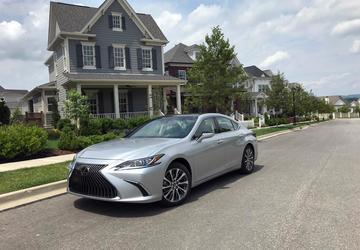 2019 Lexus ES: A mid-size luxury that gets more [First Look]