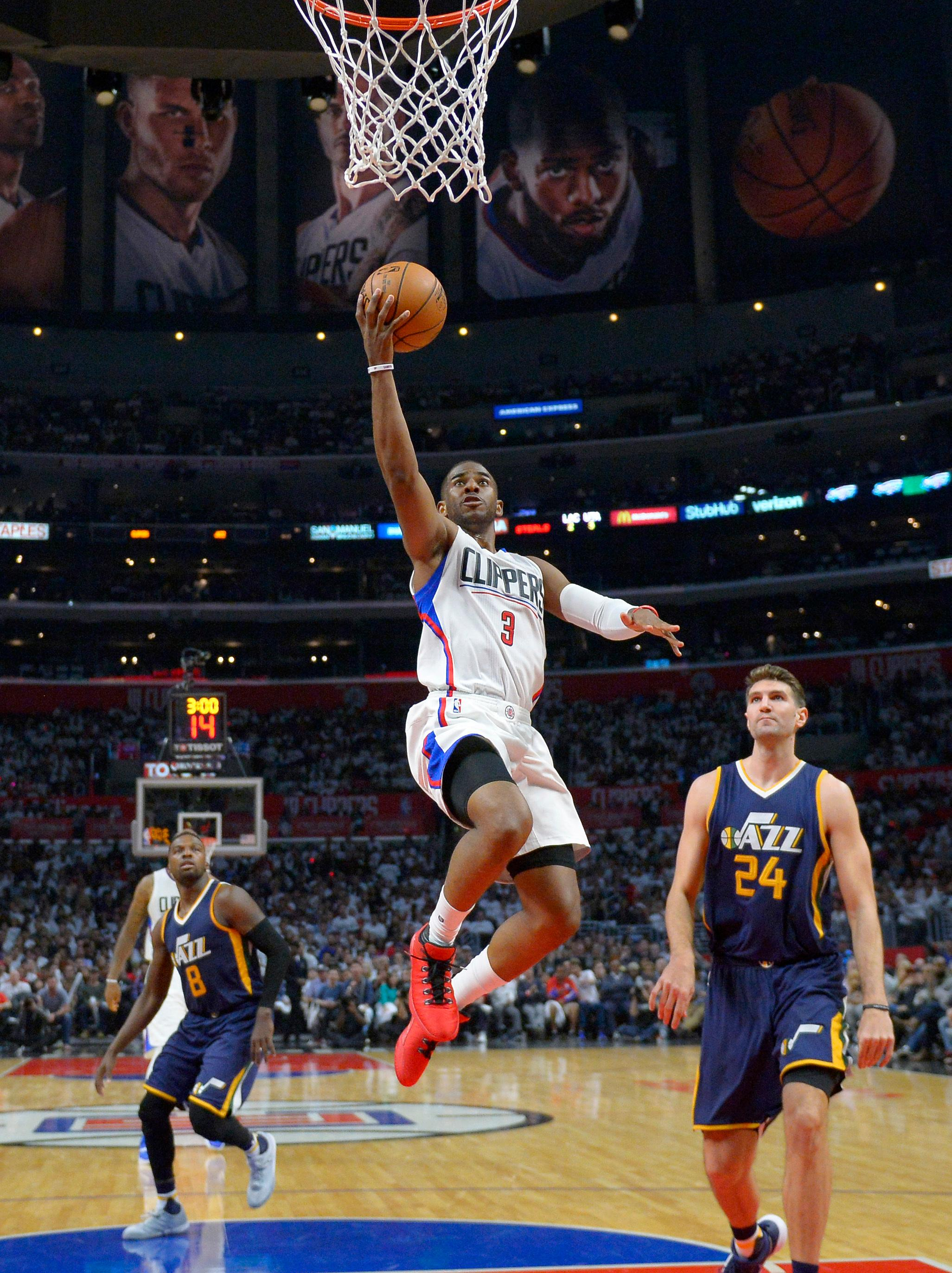 Los Angeles Clippers guard Chris Paul, center, shoots as Utah Jazz guard Shelvin Mack, left, and center Jeff Withey defend during the second half in Game 1 of an NBA basketball first-round playoff series, Saturday, April 15, 2017, in Los Angeles. The Jazz won 97-95. (AP Photo/Mark J. Terrill)