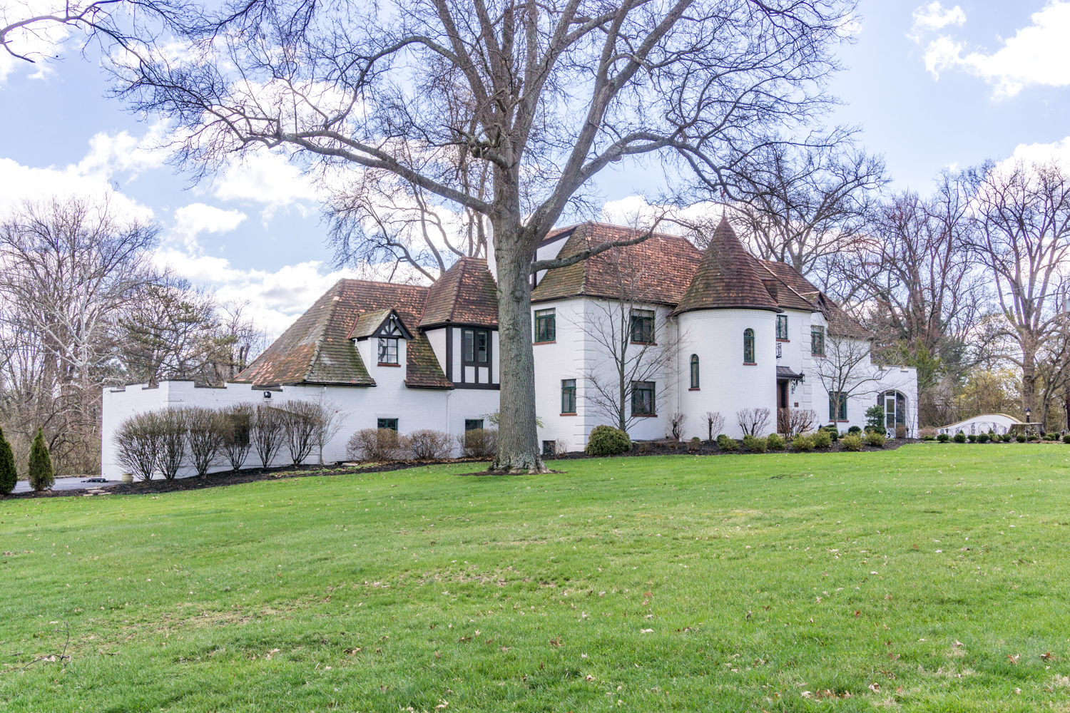 1550 Neeb Road, better known as the Bappert House, was built in 1936 for Kroger VP John Bappert and his wife, Cecilia, in the Tudor Revival style. It's over 4300 square feet and has four bedrooms and five bathrooms (three full and two half). The home is currently on the market for $449,900, listed by the Bisher Group at Coldwell Banker West Shell. / Image: Chris Farr, The First Showing // Published: 4.27.18