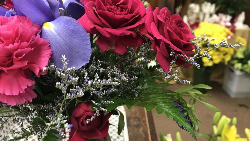 7 ways to make flowers last longer khqa - Ways to make your flowers last longer ...