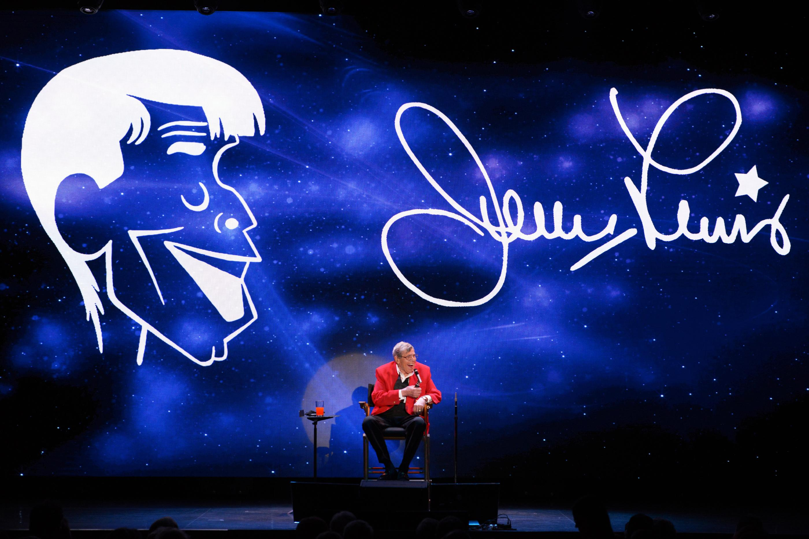 Jerry Lewis onstage during his final performance at the South Point Hotel-Casino in Las Vegas on Sunday, Oct. 2, 2016. (Sam Morris/Las Vegas News Bureau)