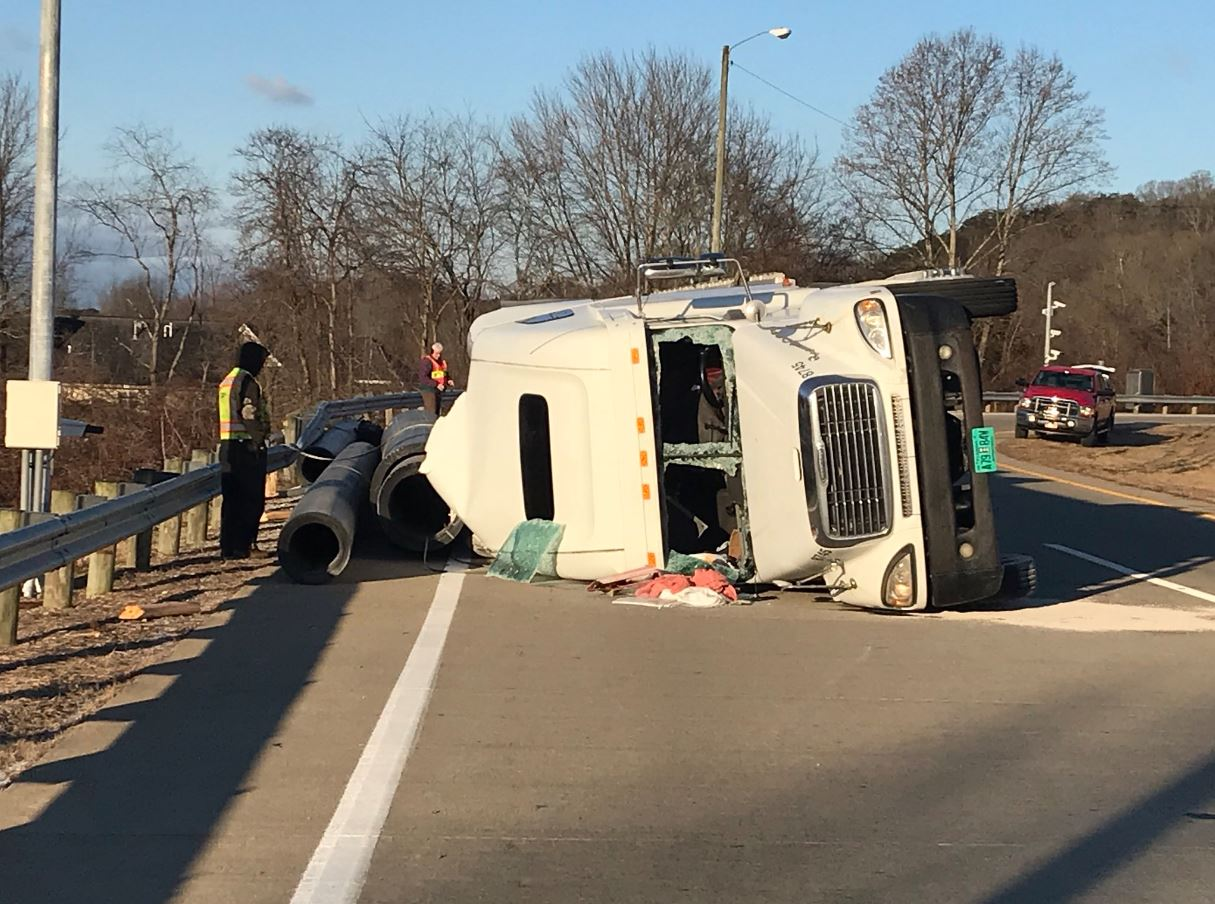 <p>A tractor trailer rollover accident Friday closed down the weigh station near Teays Valley morning. (WCHS/WVAH)</p>