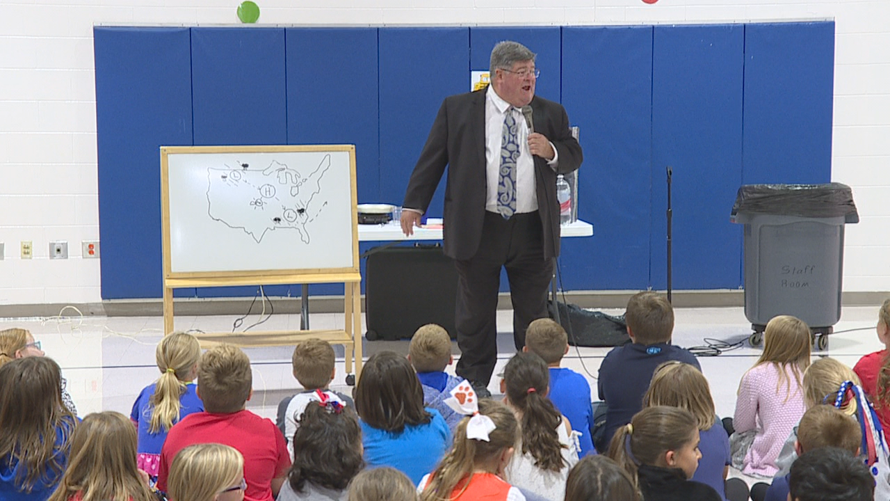 Meteorologist Jym Ganahl visited Marysville's Mill Valley Elementary on Friday. (WSYX/WTTE)<p></p>