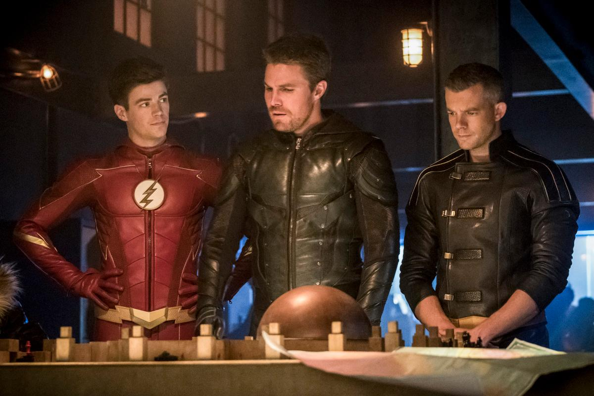 "The Flash -- ""Crisis on Earth -- X, Part 3 -- Image Number: FLA408c_0290.jpg -- Pictured (L-R): Grant Gustin as Barry Allen/The Flash, Stephen Amell as Oliver Queen/Green Arrow and Russell Tovey as The Ray/Ray Terrill -- Photo: Katie Yu/The CW -- �© 2017 The CW Network, LLC. All rights reserved"