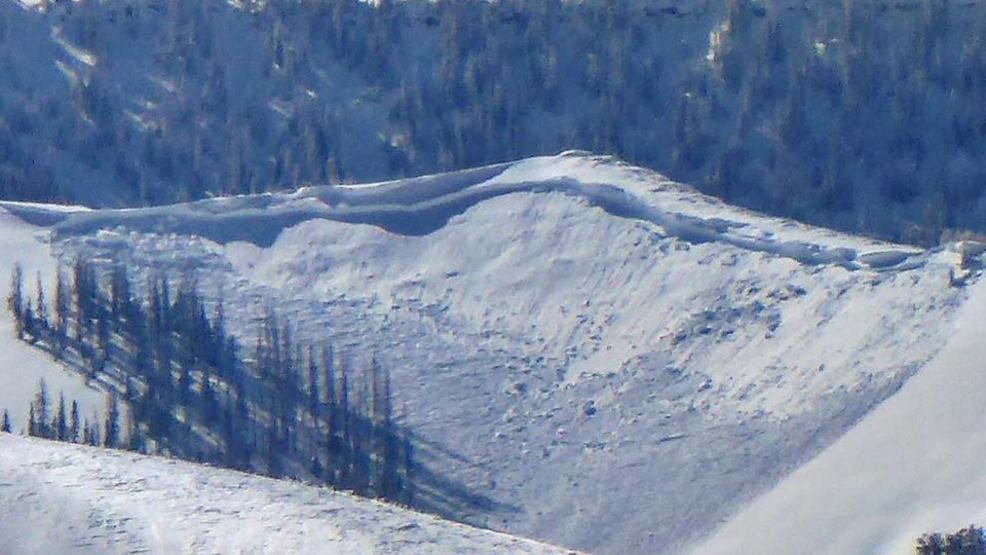 Avalanche danger continues after 3 avalanches occur Saturday, 1 slide buries skier