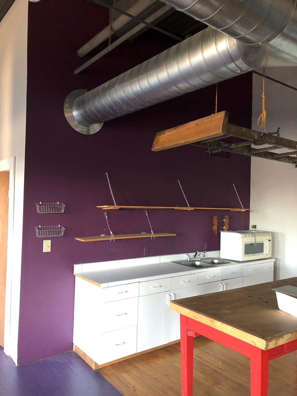 Photo of the kitchen prior to the renovation / Image: Marlene Rounds // Published: 7.6.19