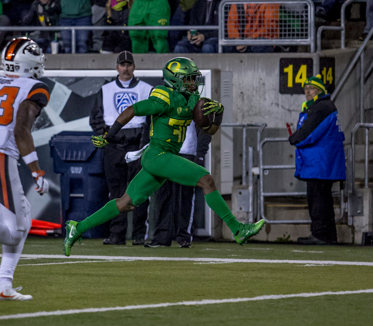 Oregon wide receiver Jaylon Redd (#30) runs the ball for a touchdown. The Oregon Ducks lead the Oregon State Beavers 52 to 7 at the end of the first half of the 121st Civil War game on Saturday, November 25, 2017 at Autzen Stadium in Eugene, Ore. Photo by Ben Lonergan, Oregon News Lab