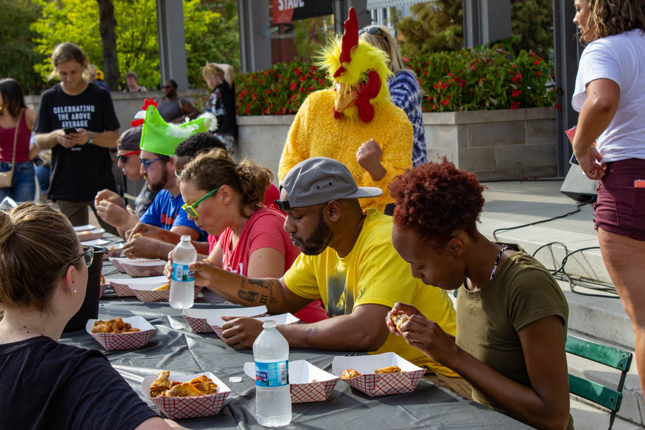 Brave participants of the Speed Eating Contest / Image: Katie Robinson, Cincinnati Refined // Published: 9.29.19