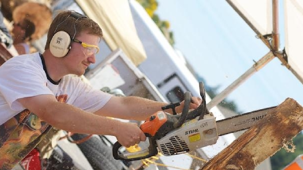 Chainsaw sculpting championships in reedsport kval