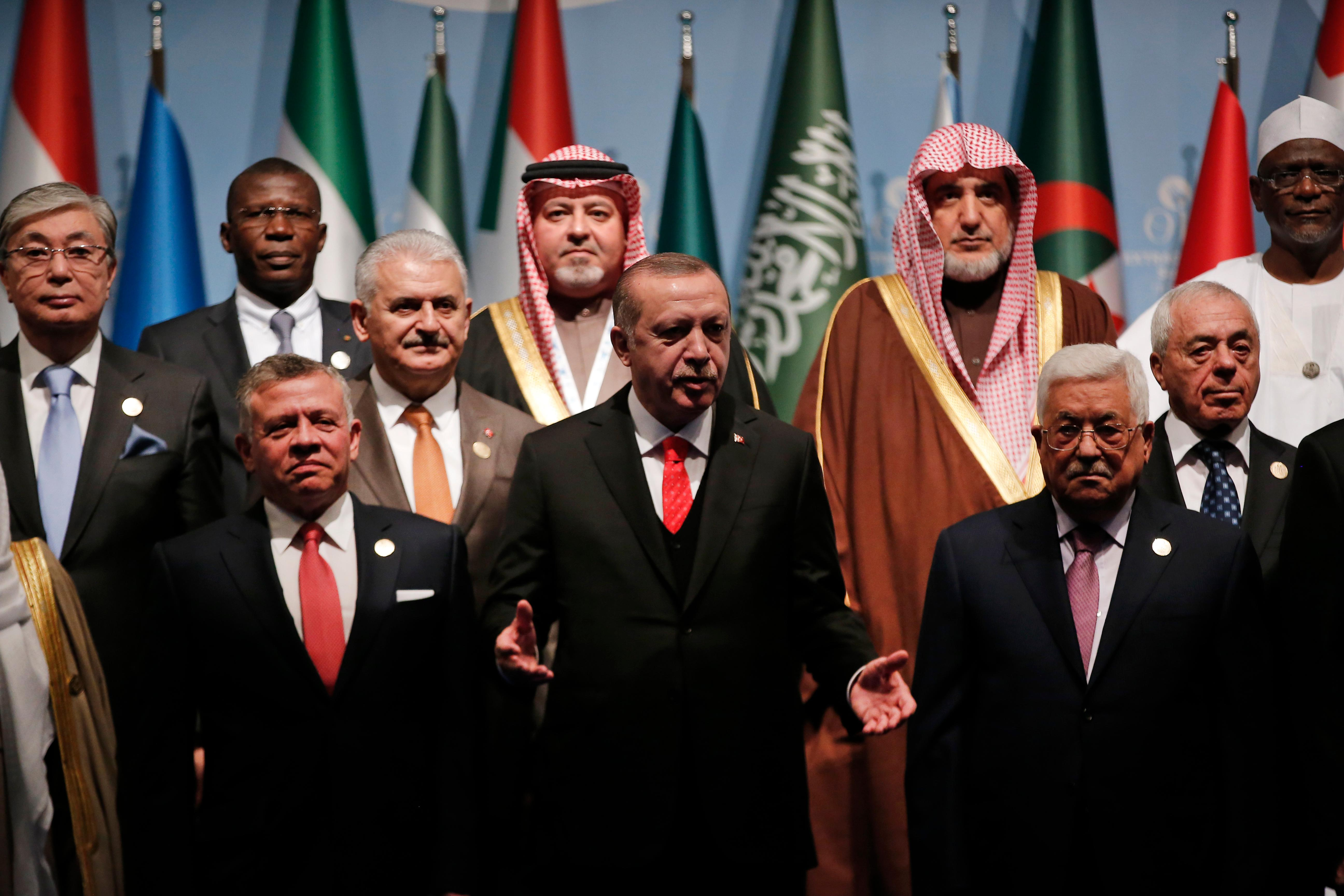 Turkey's President Recep Tayyip Erdogan, centre, flanked by Jordan's King Abdullah II, left and Palestinian President Mahmoud Abbas, right, gestures following a photo-op prior to the opening session of the Organisation of Islamic Cooperation Extraordinary Summit in Istanbul, Wednesday, Dec. 13, 2017 Leaders and top officials from Islamic nations, members of 57-member Organization of Islamic Cooperation gathered for a summit that is expected to forge a unified stance against U.S. President Donald Trump's recognition of Jerusalem as the capital of Israel. (AP Photo/Lefteris Pitarakis)