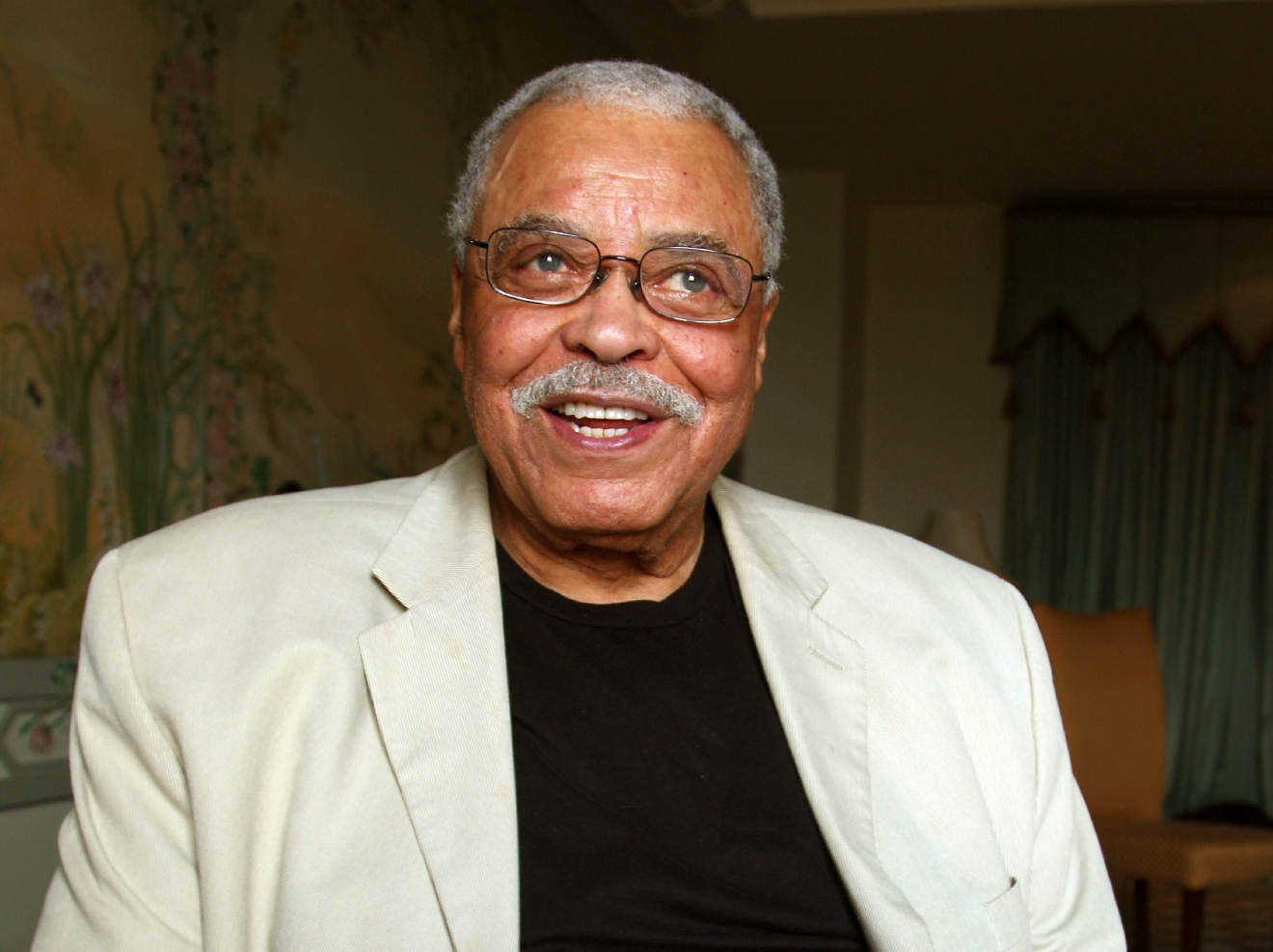 FILE - In this Jan. 7, 2013, file photo, actor James Earl Jones poses for photos in Sydney, Australia. Jones will serve as a presenter for this year's Tony Awards, help Sunday, June 12, 2016, at the Beacon Theatre in New York. (AP Photo/Rick Rycroft, File)