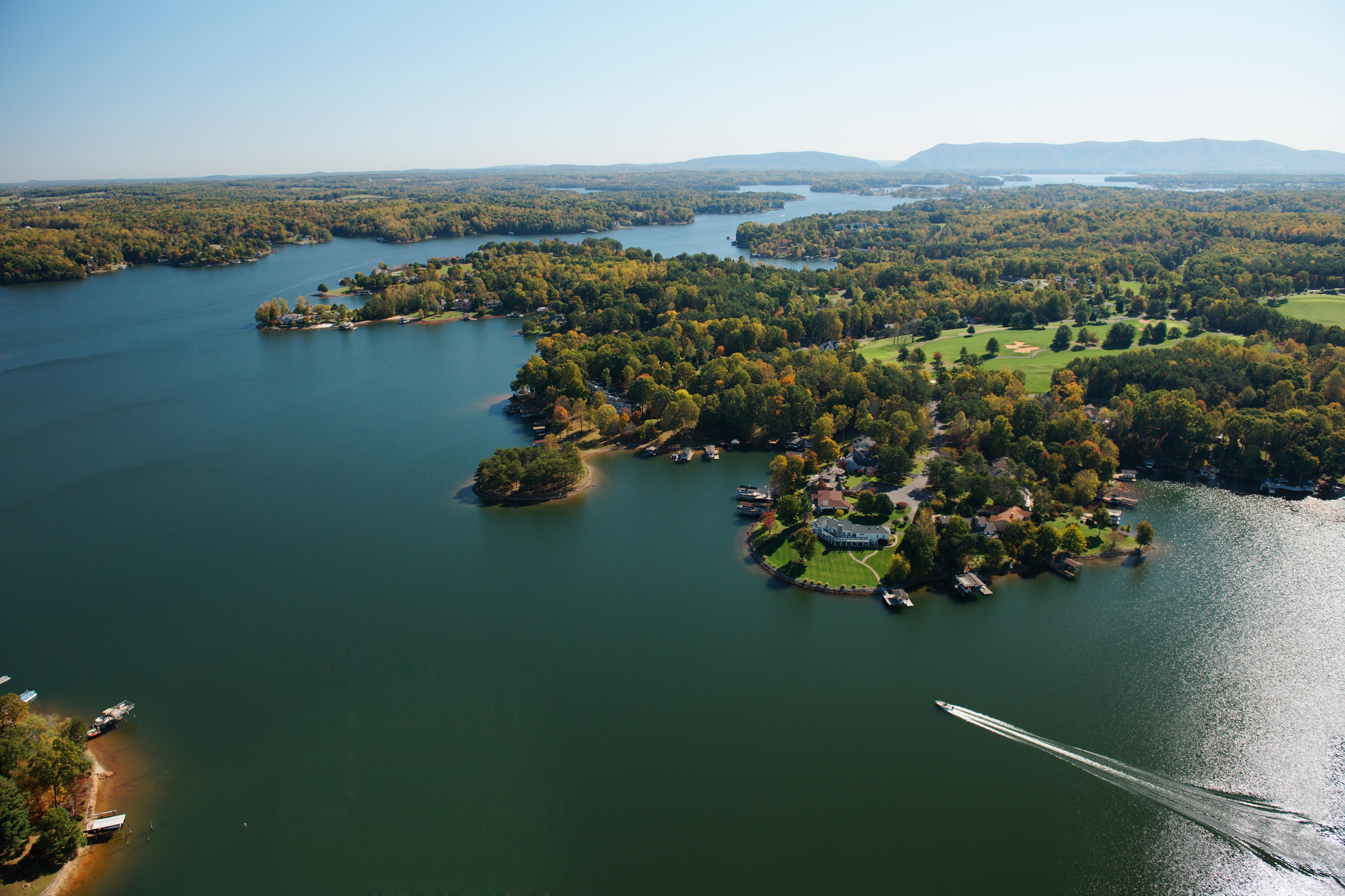 Smith Mountain Lake offers fishing, boating, swimming and rentals along the lake shore (Image: Cameron Davidson)<br>