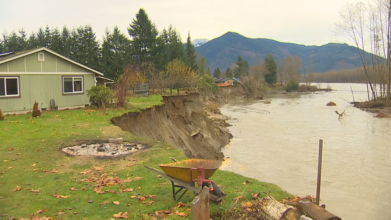 The Skagit River is cutting away the bank under Michael Taxdahl's home. (Photo: KOMO News)