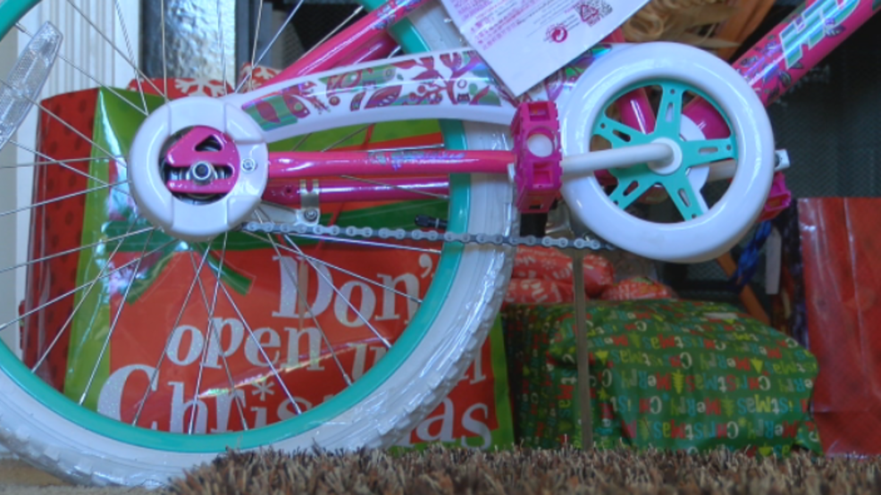 macon non profit gives five families christmas gifts