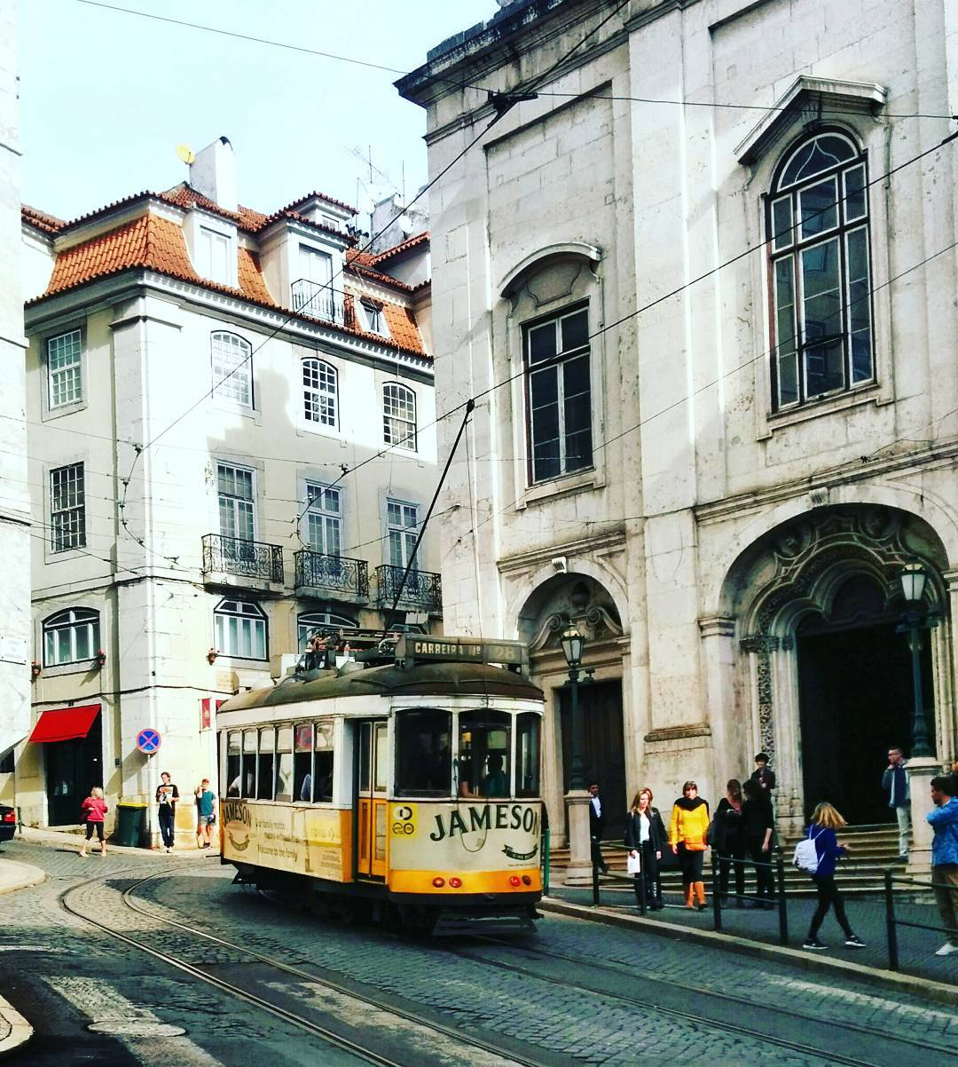 IMAGE: IG user @hermesymercurio / POST: Lisboa // PUBLISHED: 10.29.16