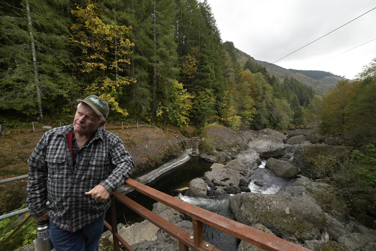 Odfw personnel work to keep wild steelhead in the siletz for Siletz river fishing report