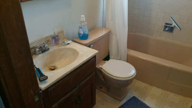 When we posted that our friends at Bath Fitter N.W. wanted to spruce up a viewer bathroom with a shower or tub upgrade - we weren't sure they response we'd get. But the photos have flooded in, all requesting that they be picked for Bath Makeover! Take a look at these viewer photos, and let us know who you think deserve the #BathUpgrade! (Image: Virginia Brokx)