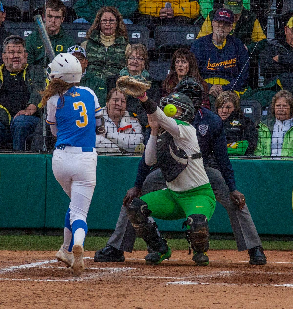 The UCLA Bruins defeated the University of Oregon Ducks 6-2 in Game 1 of a three-game series at Jane Sanders Stadium Friday afternoon. The Bruins managed a two-run homer by Brianna Tautalafua, and Rachel Garcia added a solo home run. Photo by William Tierney, Oregon News Lab