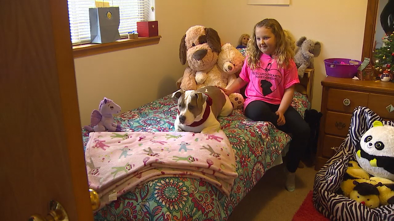 Nona Dodd, 9,  has found a new companion that's helped her cope since a house fire that killed her dog. (Photo: KOMO News)