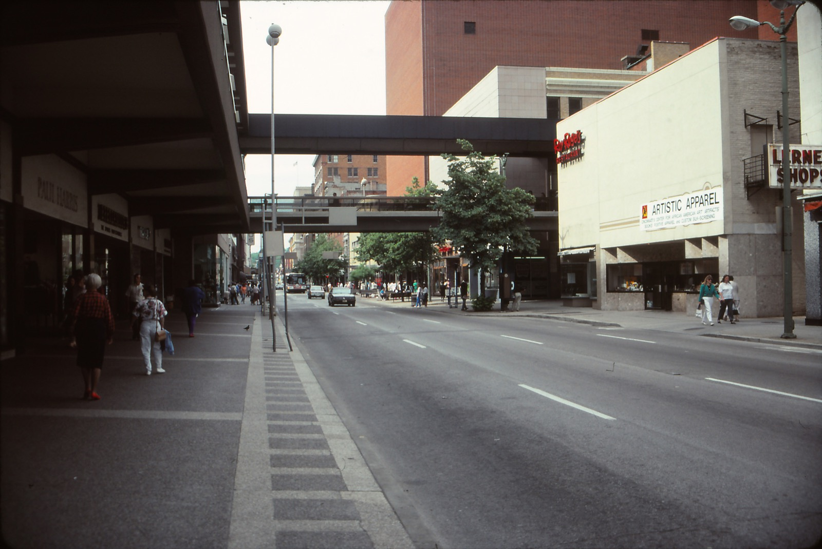 Race Street (looking north) between 5th and 6th Streets / Image courtesy of Flickr user mplstodd // Published: 3.12.18