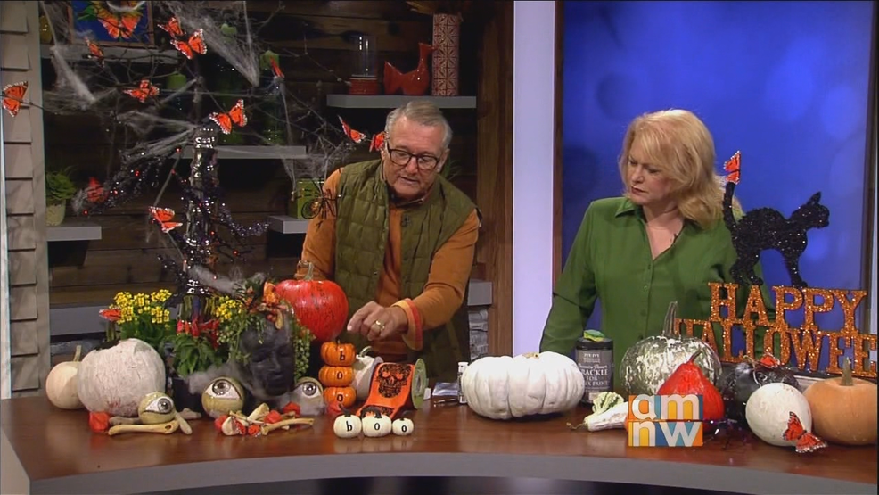 Fall to Halloween Tablescape.png