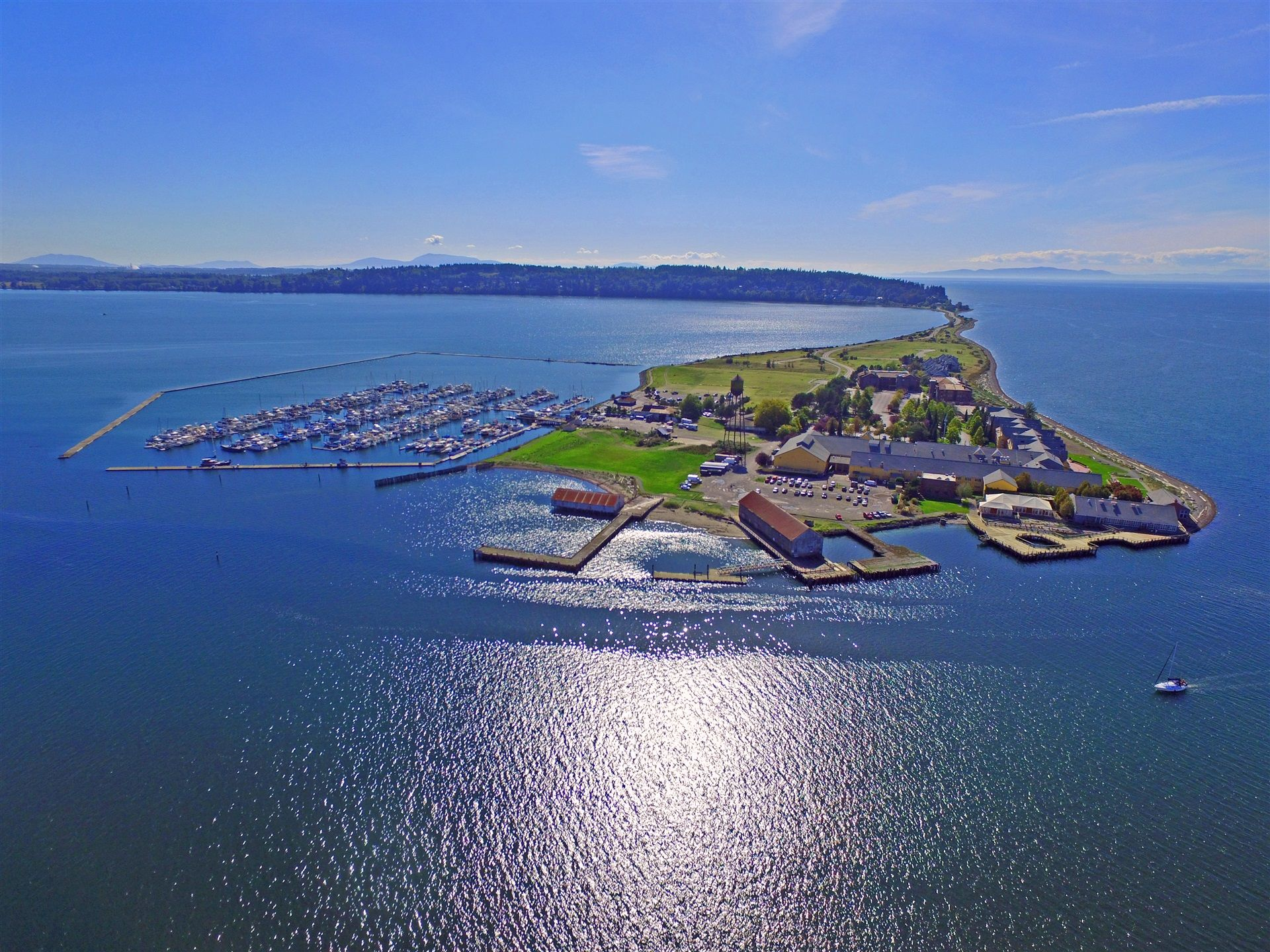 Nestled on a spit of land, Semiahmoo is surrounded by water, perfect for kayaking, paddle boarding and boating. Take to the water for whale watching, fishing or sailing.<p></p>