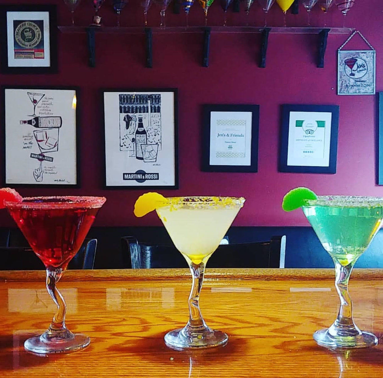 Finish your night out in Savannah at Jen's and Friends, a popular bar with 300 martinis on the menu! / Image: Jen's and Friends // Published: 3.8.19