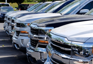 Auto sales tumble; 7-year win streak could come to an end