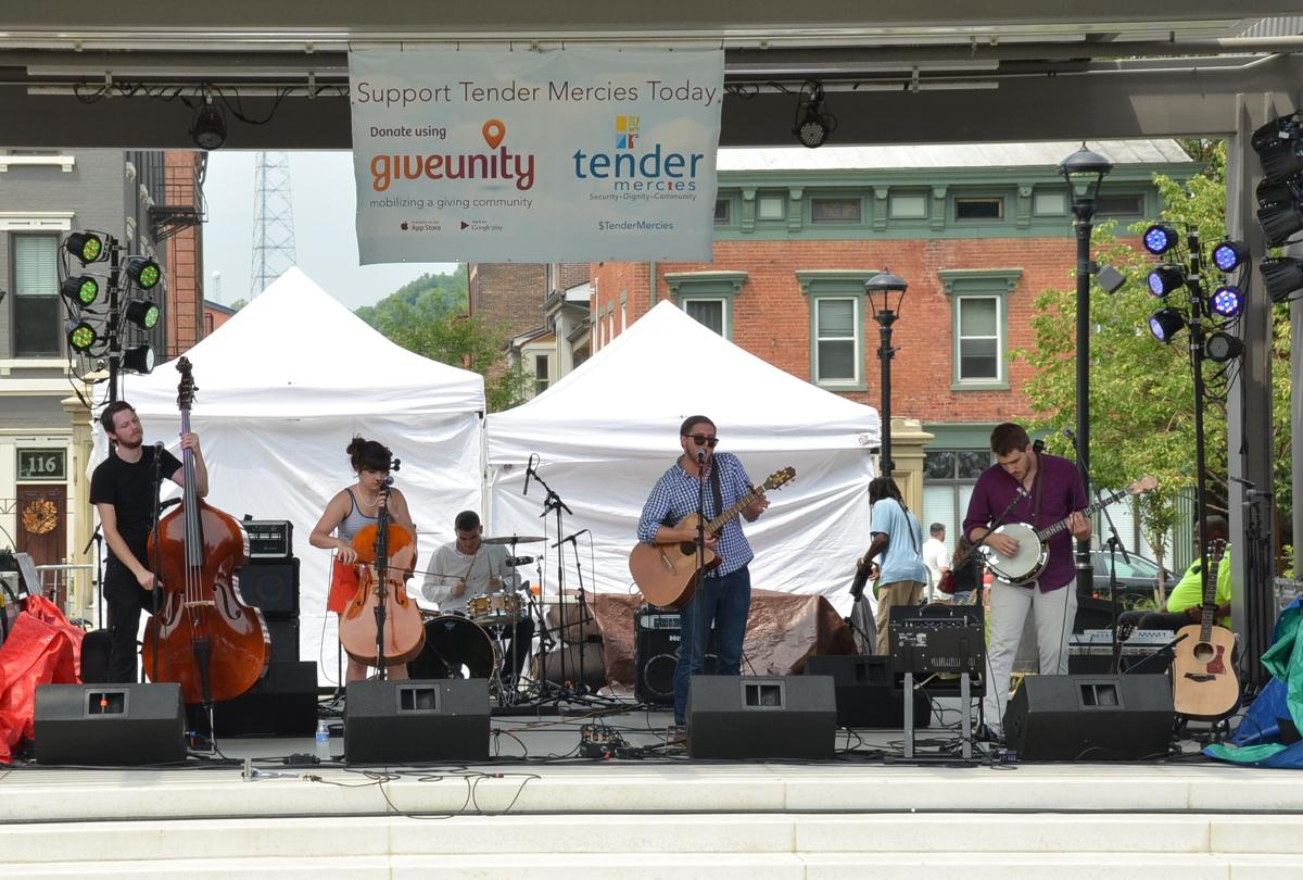 The Ridges performing at the Taste of OTR on Saturday, July 26 at Washington Park (Image: Leah Zipperstein / Cincinnati Refined)