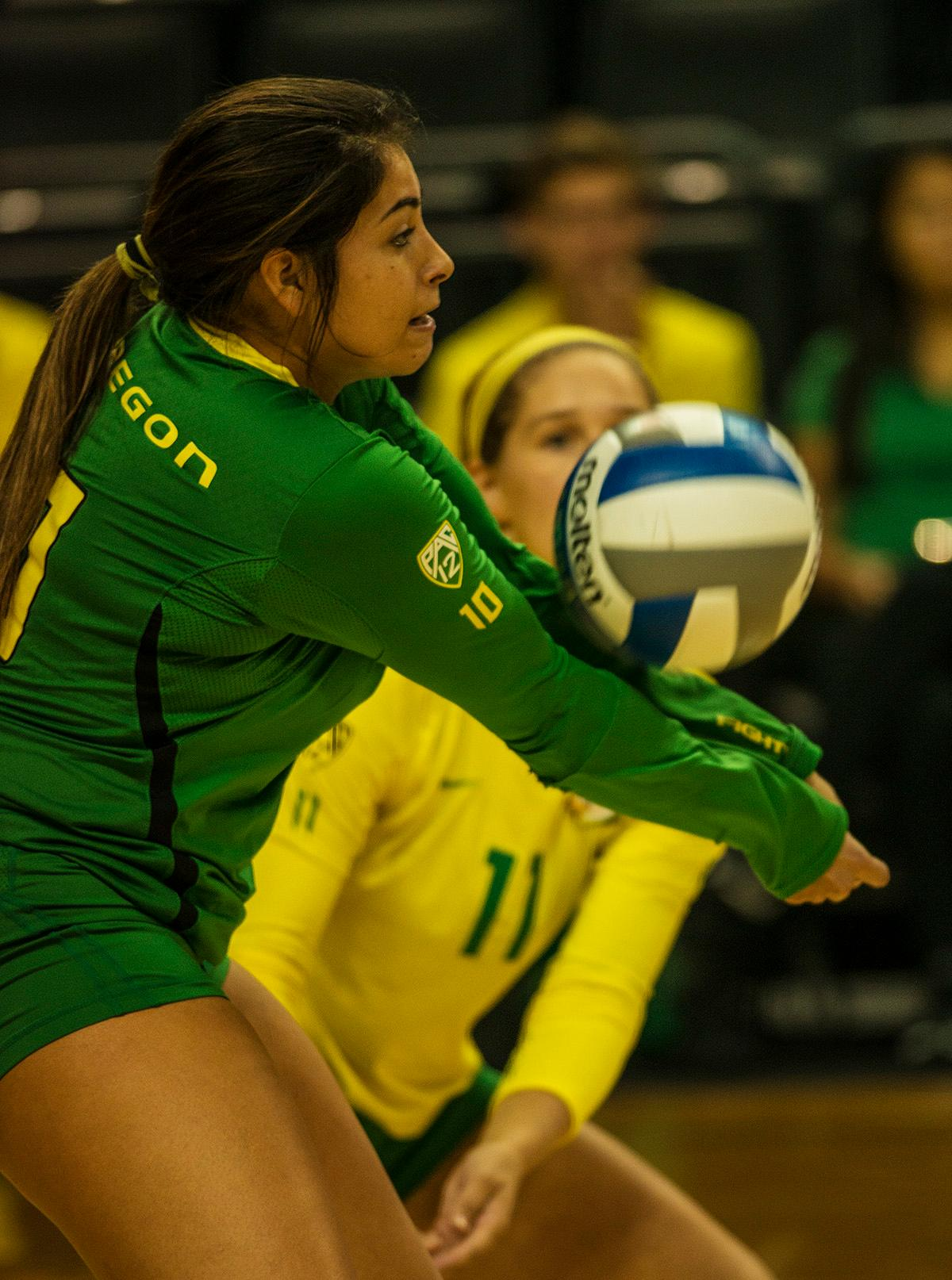 Taxi New York >> Photos: Ducks volleyball takes on Illinois and Belmont | KVAL