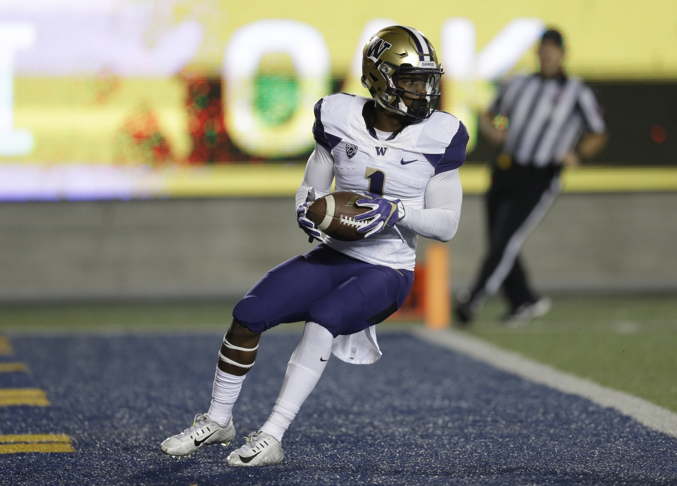 Washington's John Ross (1) celebrates after scoring a touchdown against California during the first quarter of an NCAA college football game Saturday, Nov. 5, 2016, in Berkeley, Calif. (AP Photo/Ben Margot)