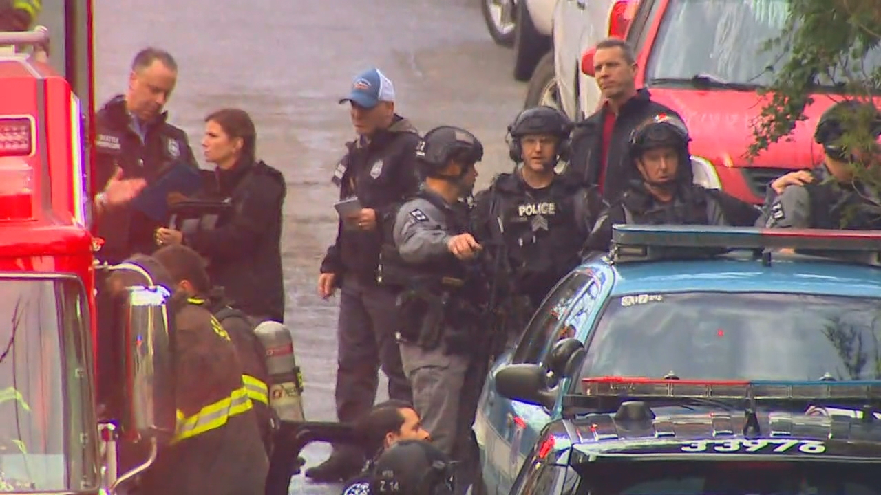 Police surround a home in Seattle's Lake City neighborhood where officers are investigating a possible homicide after a fire on Monday, Jan. 15, 2018. (Photo: KOMO News)