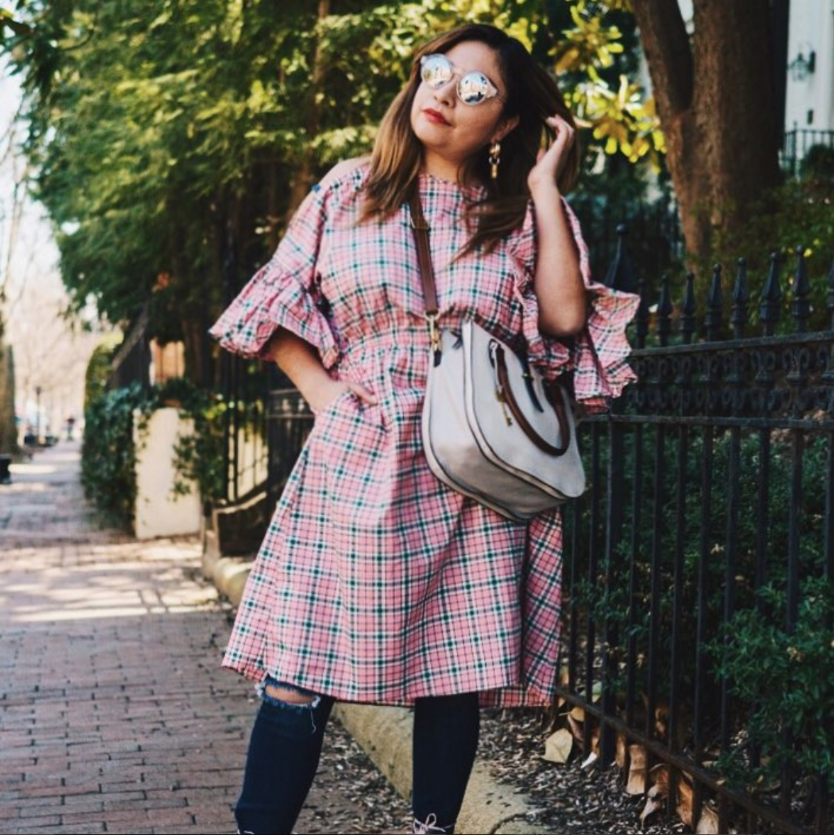 Ruffle sleeves are also going to be huge this spring and they look so modern with a pink pattern. (Image via @spicycandydc)