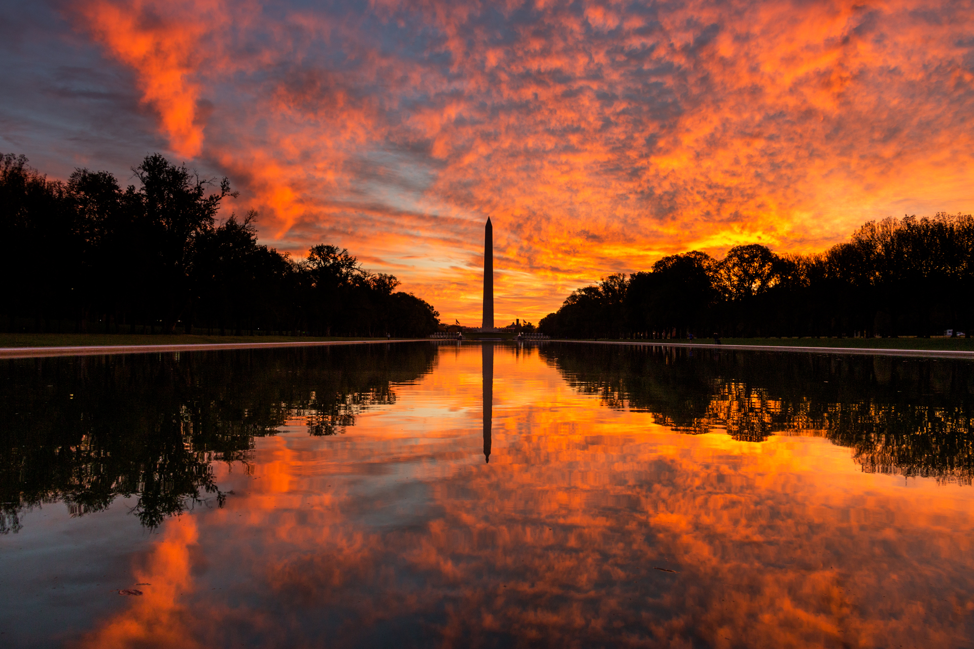 Flames of Dawn – A spectacular sunrise at the reflecting pool (Image: Zack Lewkowicz)<p></p>