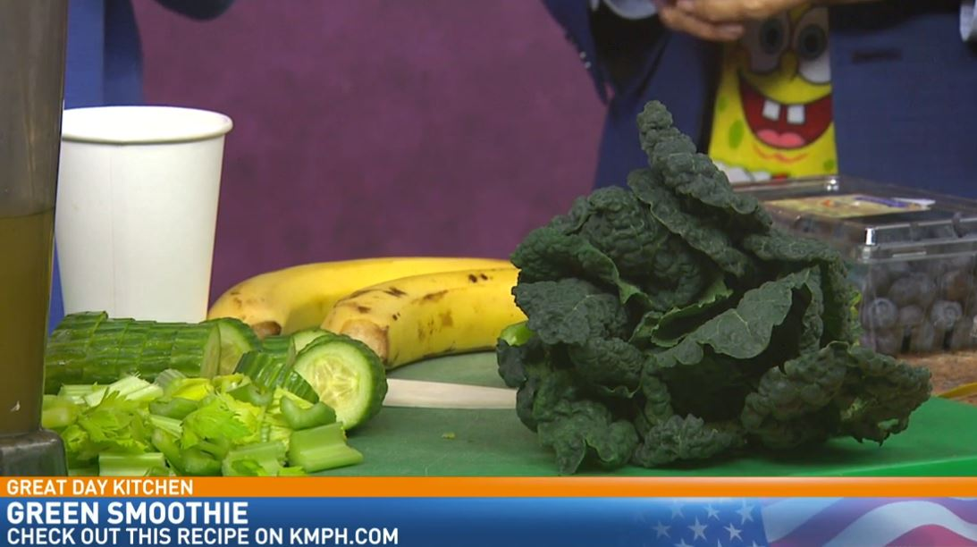 Chef Naomi Hendrix from Raw Fresno making Green Smoothies